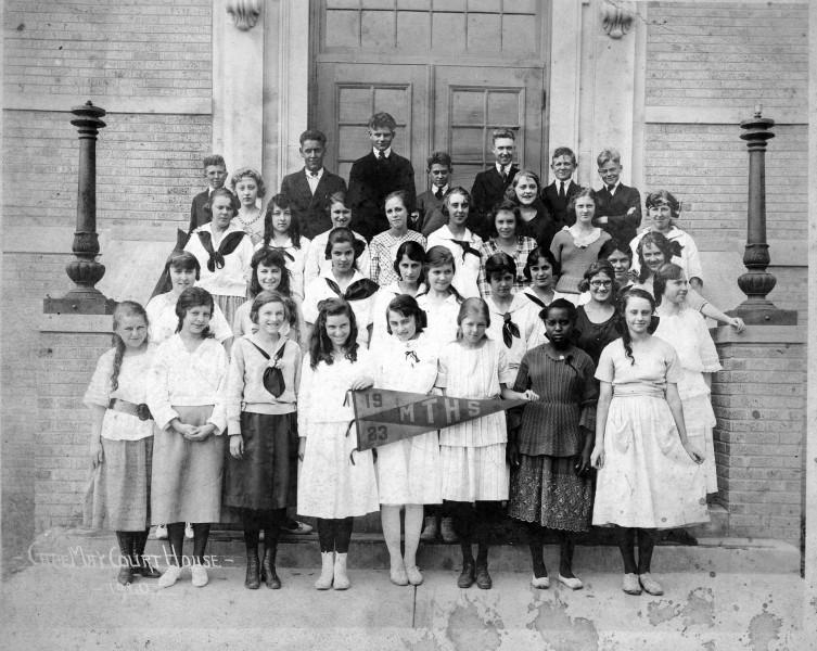 Middle Township High School Class and teachers of 1923