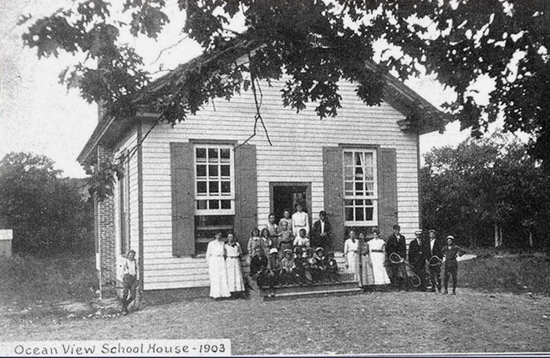 Ocean View School and class circa 1903