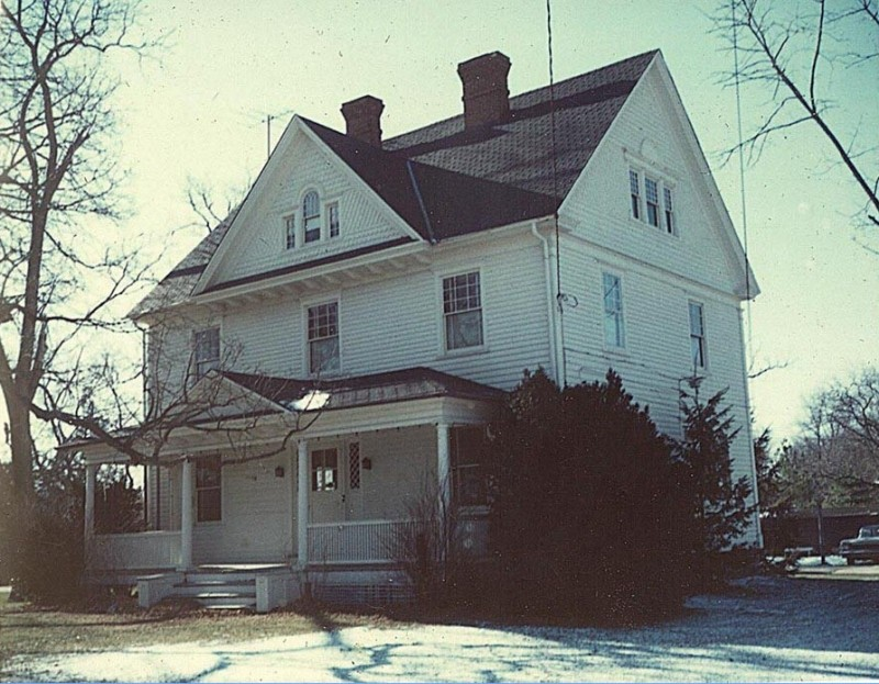 Jesse Diverty Ludlam House with snow