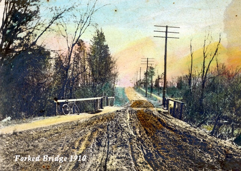 Old hand-colored postcard of Forked Bridge 1910