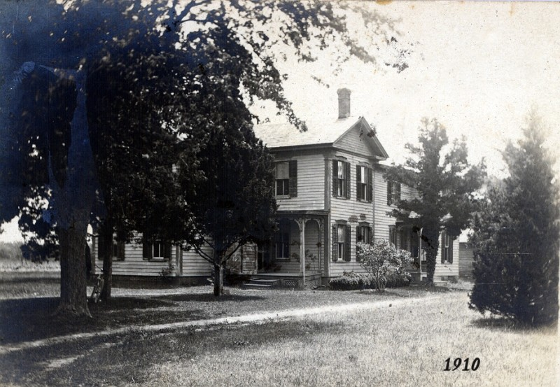 South Seaville house with trees and trimmed lawn