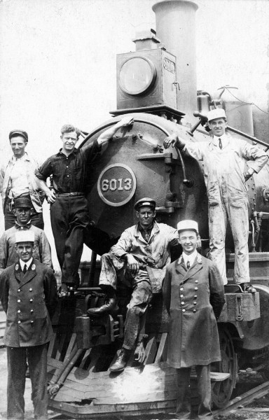 Antique photo of Engine 6013 with crew standing on the front of the engine