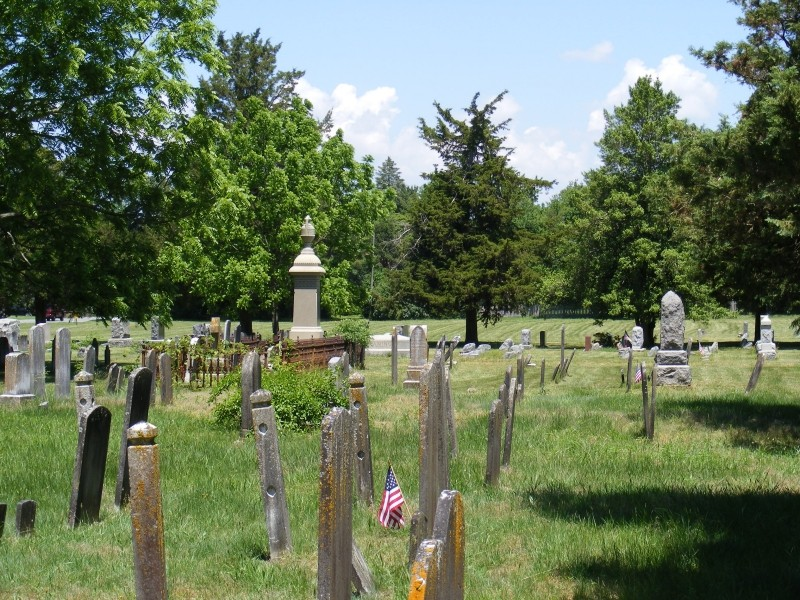 Union Cemetery showing old and new markers